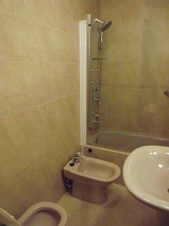 Infanta Isabel Hotel: Baño