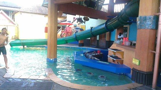 Jimmy Buffett's Margaritaville Ocho Rios: Pool Bar (Inside)