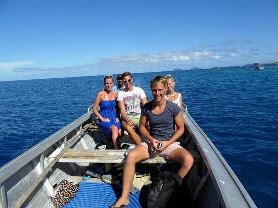 Ratu Kini's Backpackers and Dive Resort: boat tour