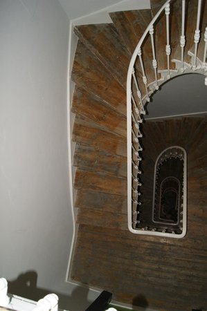 Lisbon Short Stay Apartments Baixa: Escadas / Spiral Stair