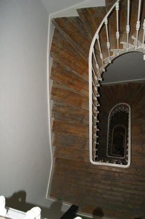 Lisbon Short Stay Apartments Baixa : Escadas / Spiral Stair