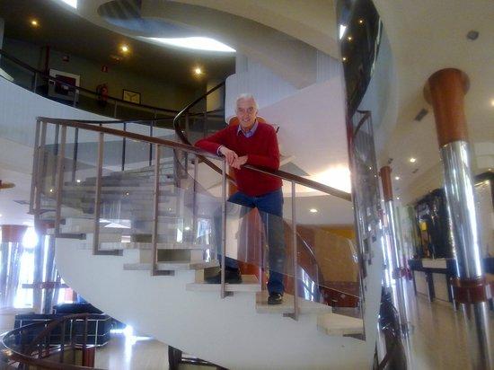 Evenia Zoraida Park: Elegante escalera central