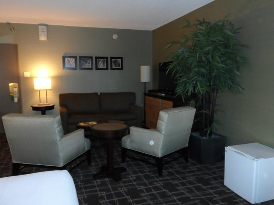 Fremont Hotel and Casino : Suite with seating