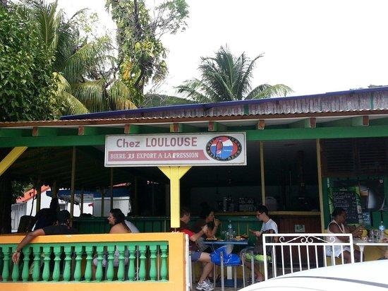 Chez Loulouse: Simple et pas trop cher.  Le service est un peu hésitant, mais la vue sur la plage et le poulet