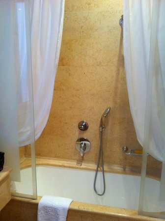 Hotel a La Commedia: Bathroom