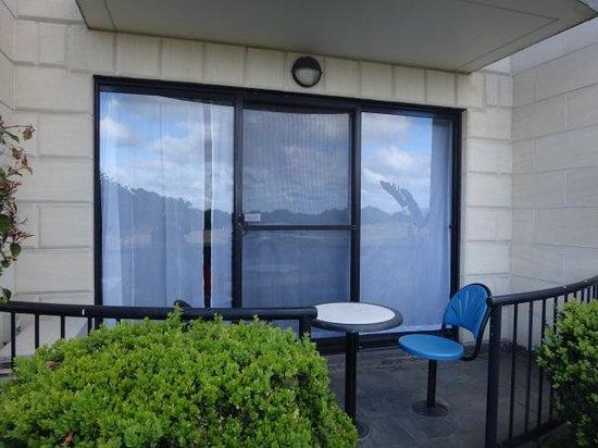 Apollo Bay Waterfront Motor Inn: et petite terrasse donnant sur la mer