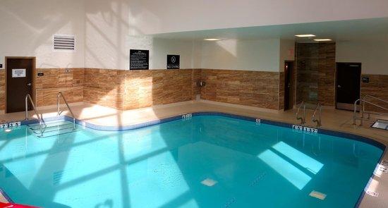 Hampton Inn By Hilton Chilliwack: Great light in the pool area