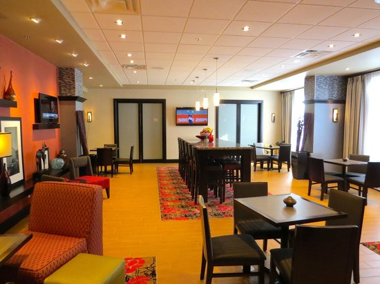 Hampton Inn By Hilton Chilliwack: Lobby / Breakfast Area