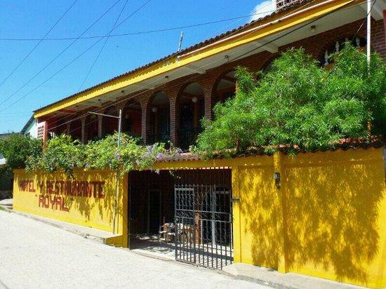 Quirigua, Guatemala: Hotel Rayal Aussenansicht