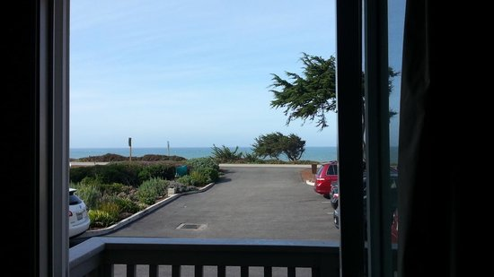 Pelican Inn & Suites : The ocean from the balcony of room 107