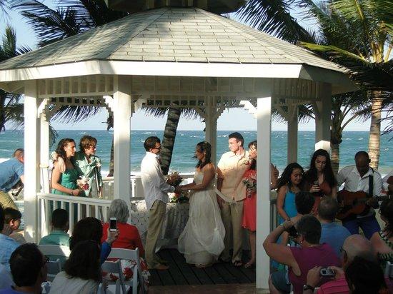 Maraja' Beach: Gazebo beside the restaurant