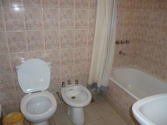 Hotel Ariel: baño muy limpio