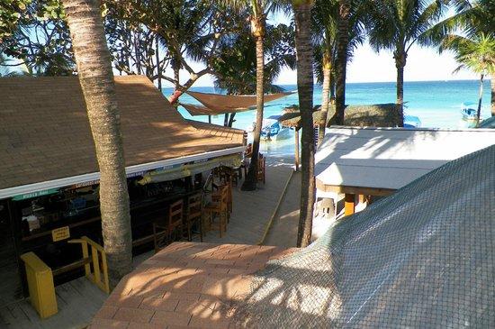 Bananarama Beach and Dive Resort: vista del restaurant