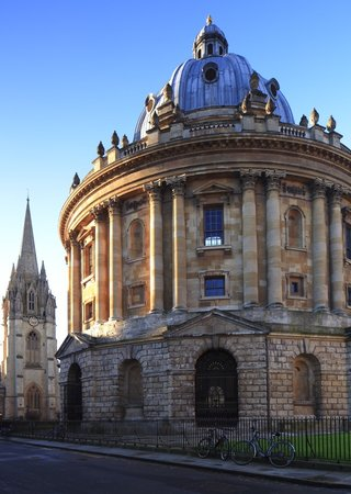 ‪Walking Tours of Oxford‬