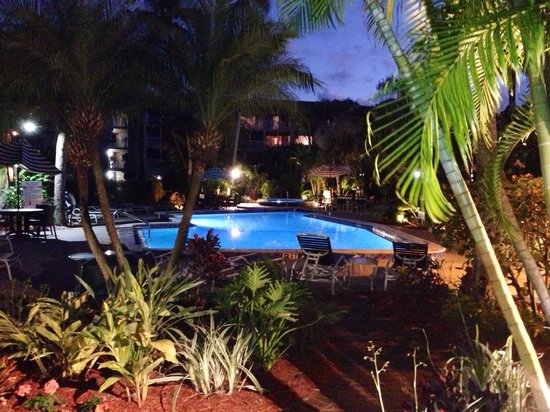 BEST WESTERN Naples Inn & Suites : Pool 2 from guest room at night.