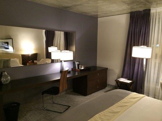 Hotel 10: Bedroom