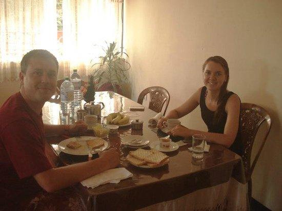 MountView Holiday INN: DINNING ROOM