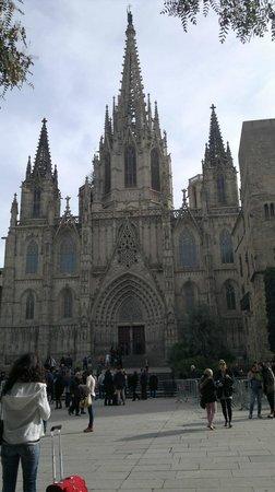 Catedral de Barcelona : the katedral in barcelona spain