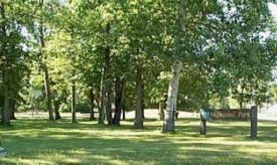 The Cedars Dining Room: Maplewood Park - Grand Rapids