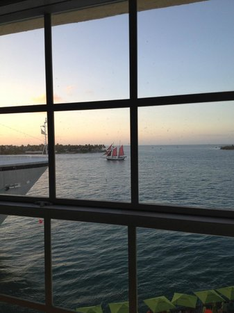 Ocean Key Resort & Spa: View from room , you can see Sunset Island.