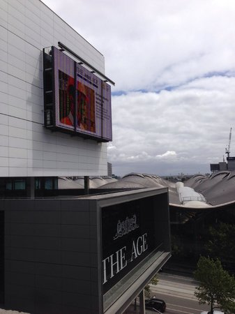 Grand Hotel Melbourne - MGallery Collection: make sure curtains are closed - this led is bright