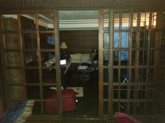 Bardot Apartamentos : Da varanda para a sala