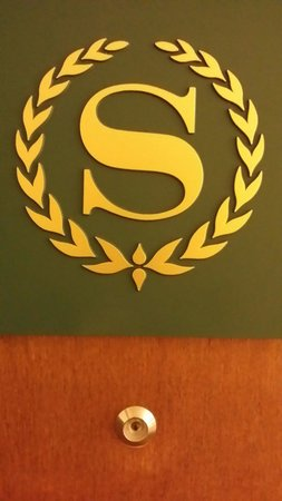 Sheraton Portland Airport Hotel: Sheraton PDX is welcoming with my monogramme on my door!