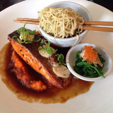 Oscar's On The Yarra Restaurant: Salmon