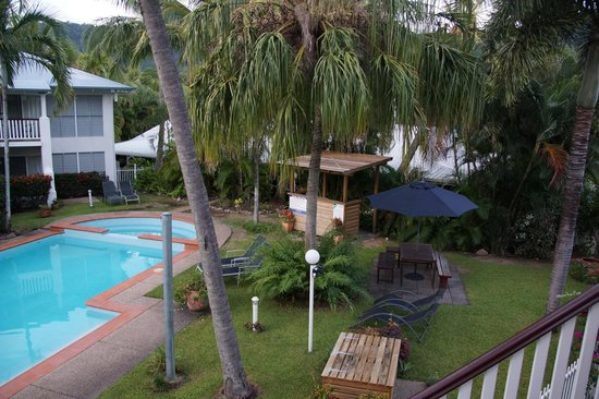 BEST WESTERN Mango House Resort : BBQ area, gardens and pool
