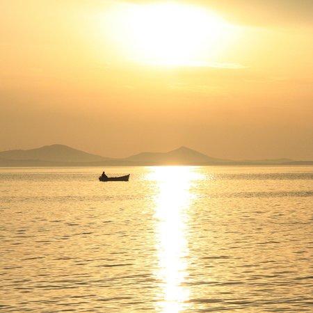 Nissaki Beach Hotel Naxos: Sunset from Saint George beach