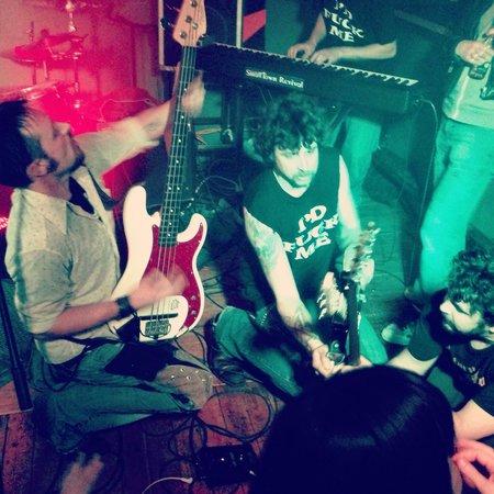 Riverhouse tavern: Rock n roll