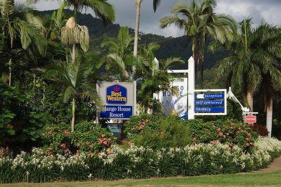Best Western Mango House Resort: Exterior and gardens