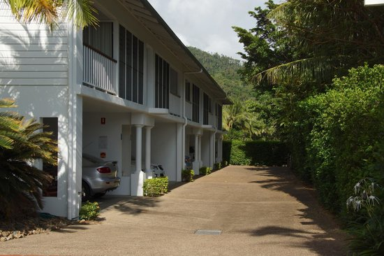 Best Western Mango House Resort: Apartments and parking spaces