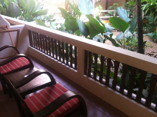 Thai House Beach Resort: Porch