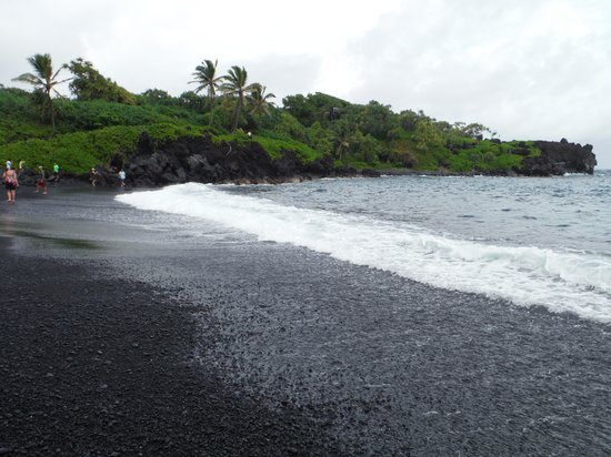 Hana 4 Less Tours: Black Sand Beach