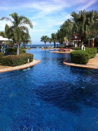 Wora Bura Resort & Spa : Бассейн