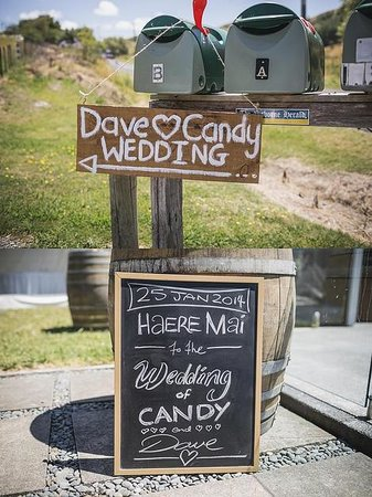 Ridge House: DIY wedding signage