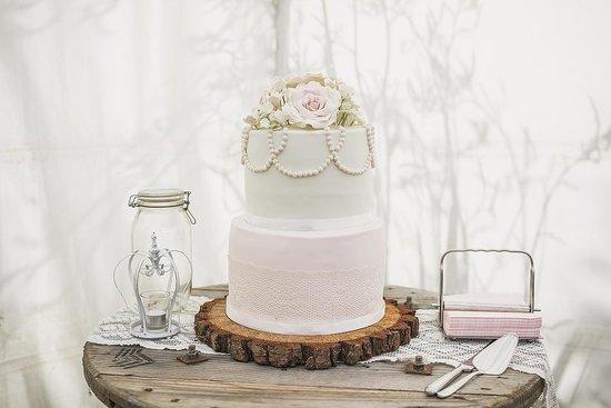 Ridge House: Cake