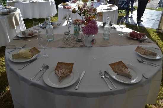 Ridge House: Rustic themed table set up