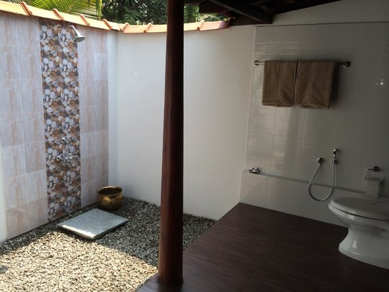 Emerald Isle - The Heritage Villa: Open Air Shower