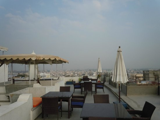 Madri Haveli: Lunchtime view from rooftop restaurant