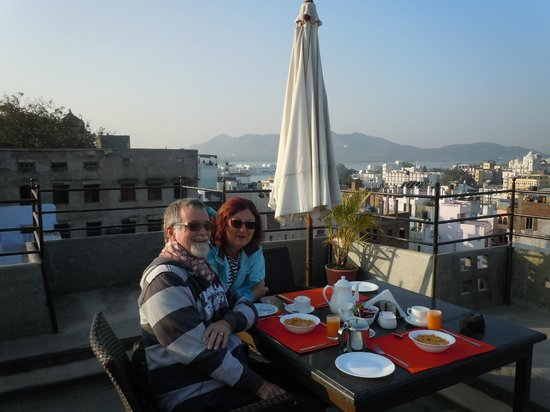 Madri Haveli: Breakfast at the rooftop restaurant