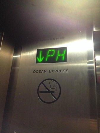 Outrigger Reef Waikiki Beach Resort: inside lift