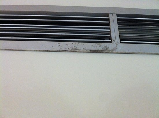 Sapphire Beach Club Resort: mold on A/C vents
