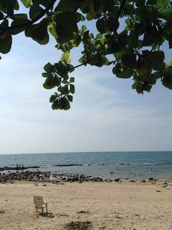 Mook Lanta Resort: the beach near by