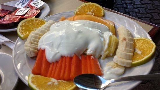 Restaurant Don Cafeto: Yogurt with fruit
