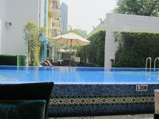 Salil Hotel Sukhumvit - Soi Thonglor 1: Pool from spa/small cafe/small gym area