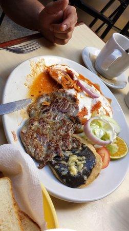 Restaurant Don Cafeto: Chilaquiles con Carne Asada