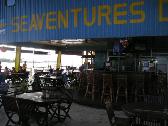 Seaventures Dive Rig: The main deck and dining area