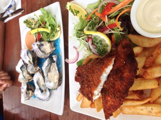 Shipwrecked Seafood and Bar: Lunch special of fish and chips, and the oysters.